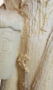 Raue Oberfläche eines Schnitzrohlings