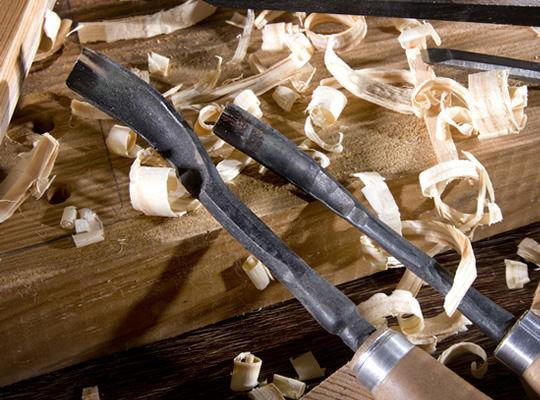 Schnitzeisen mit Holzspänen