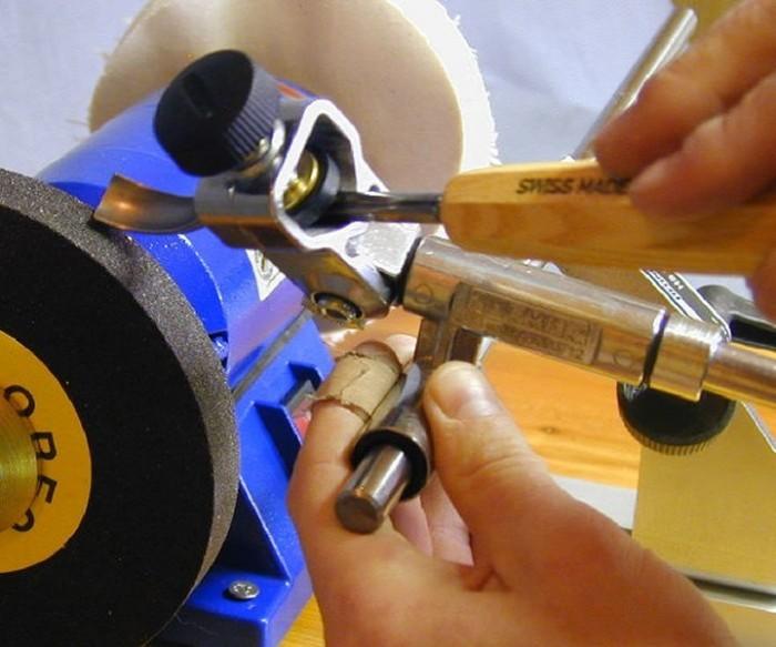 Schärfmaschine zum Schärfen und Schleifen von Schnitzwerkzeug