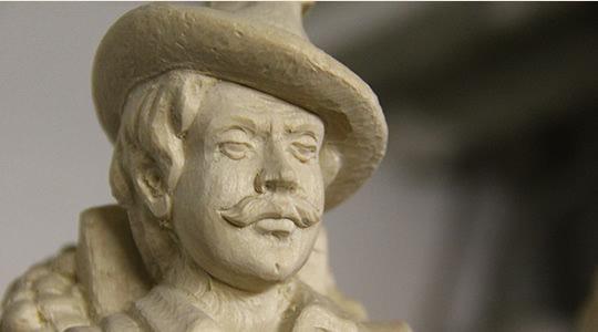 Geschnitztes Gesicht Mann mit Schnauzbart